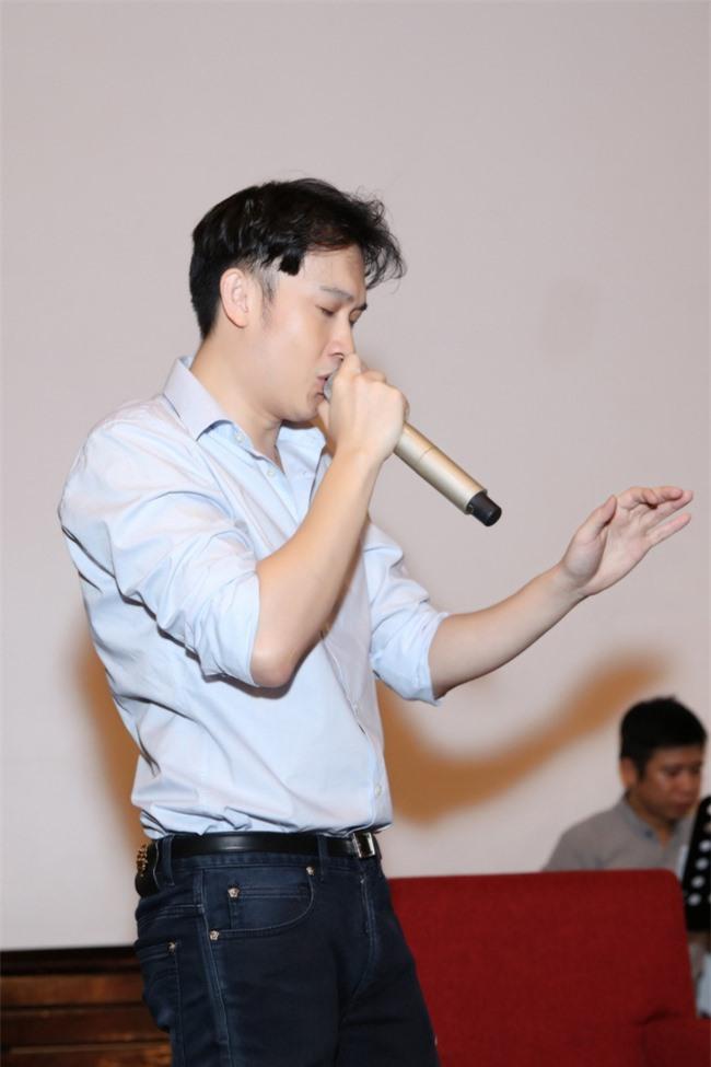 """Bảo Anh khoe eo thon, miệt mài tập nhạc lúc nửa đêm cùng Dương Triệu Vũ cho liveshow """"Dạ Nguyệt"""" - Ảnh 3."""