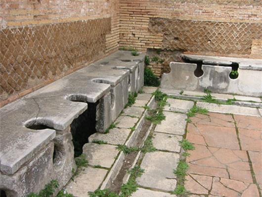 Nhà vệ sinh (toilet) là 1 trong nhiều phát minh khoa học vĩ đại của con người