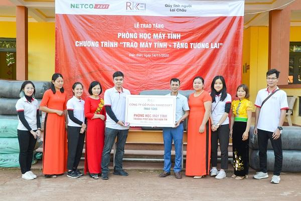 Phòng học 10 máy tính được trao tặng cho Trường phổ thông dân tộc bán trú tiểu học Nậm Tin.
