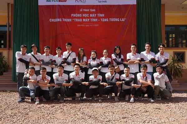 Các nhân viên của Rikkeisoft vượt hơn 700km đến với vùng núi cao Nậm Pồ.