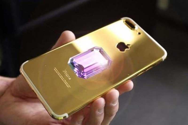 Cận cảnh chiếc  iPhone 6 Falcon Supernova Pink Diamond.