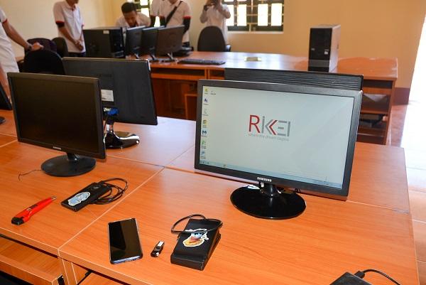 Phòng học máy tính được lắp đặt tặng cho hai trường tiểu học tại hai xã Nậm Nhừ và Nậm Tin