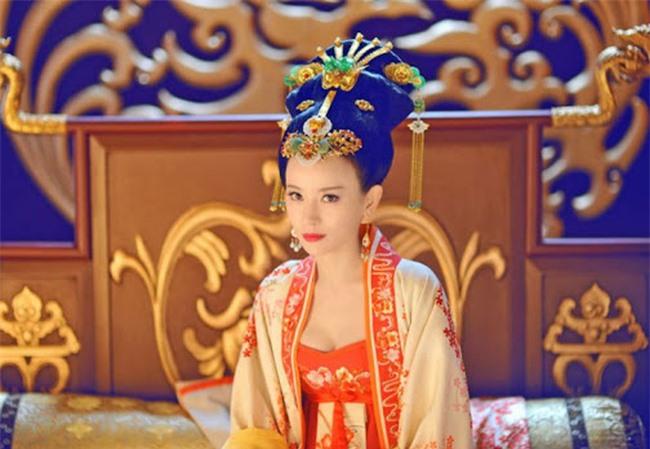 Hoàng hậu tài mạo song toàn có xuất thân ly kỳ: Ra đời từ mối quan hệ kỳ quặc, được 2 Hoàng đế sủng ái nhưng lại tư thông với nam sủng - Ảnh 1.