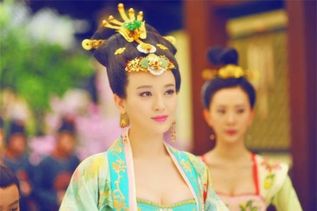Hoàng hậu tài mạo song toàn có xuất thân ly kỳ: Ra đời từ mối quan hệ kỳ quặc, được 2 Hoàng đế sủng ái nhưng lại tư thông với nam sủng - Ảnh 2.