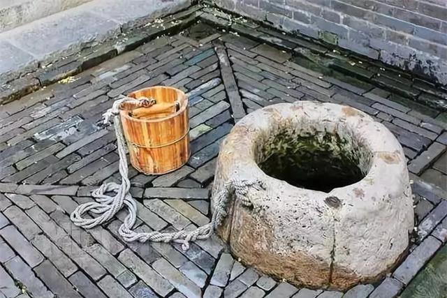Kỳ án cổ đại: Thi thể đàn ông dưới giếng sâu, đôi giày vải bị thất lạc và nhát dao phá giải vụ án mạng thương tâm - Ảnh 3.