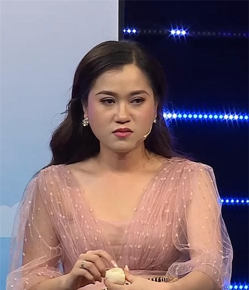 Lâm Vỹ Dạ bị phản ứng vì xuất hiện dày đặc trong các gameshow.