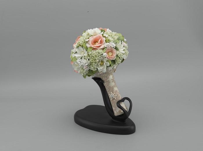 Tác phẩm hoa sứ Minh Long là sự phối kết độc đáo giữa tinh hoa của đất cùng kỹ thuật và nghệ thuật trang trí đỉnh cao.