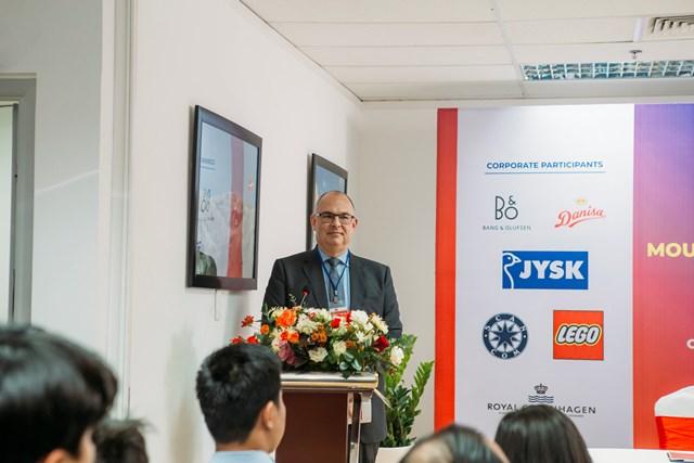 Đại sứ Đan Mạch tại Việt Nam Kim Højlund Christensen phát biểu tại lễ ký kết