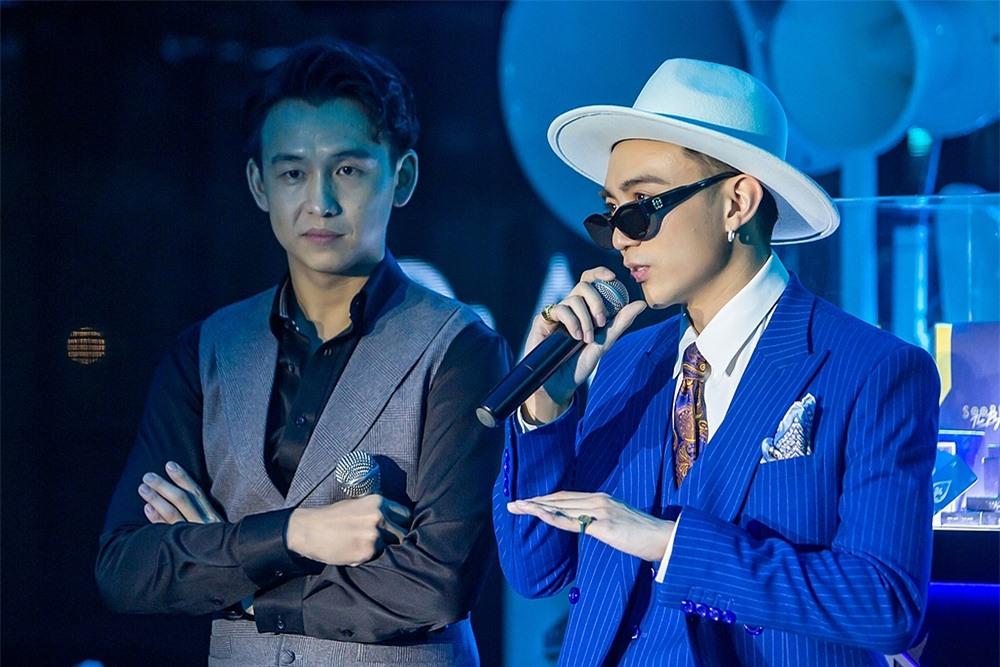 Nam ca sĩ cũng cho biết từ nay anh lấy nghệ danh mới là Soobin, thay vì đầy đủ như Soobin Hoàng Sơn trước đây.