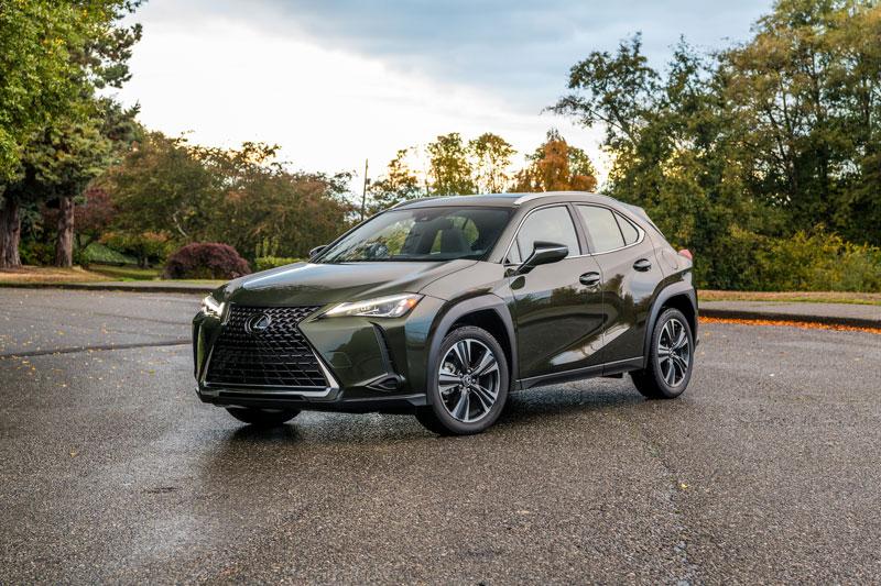 1. Lexus UX 2020 (giá khởi điểm: 32.300 USD).