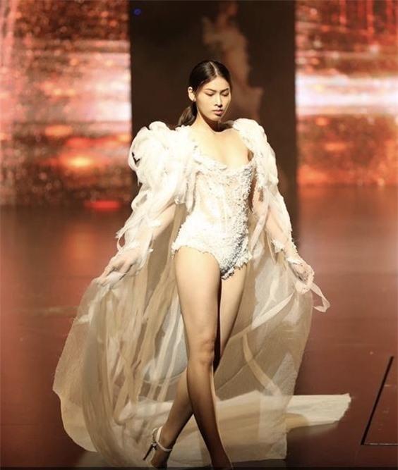 Á hậu 2 Ngọc Thảo lộ ảnh quá khứ đi diễn nội y trong show của Vũ Khắc Tiệp - Ảnh 2.