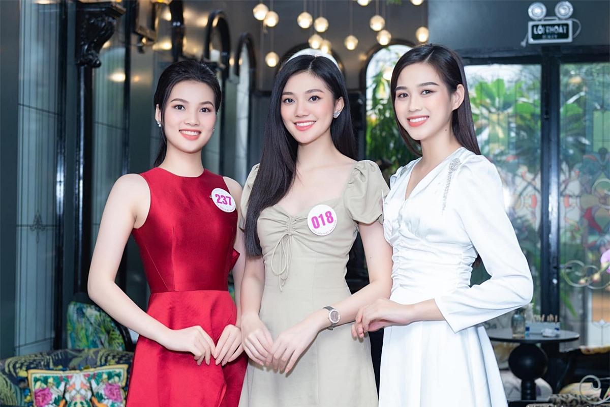 Đỗ Thị Hà (phải)