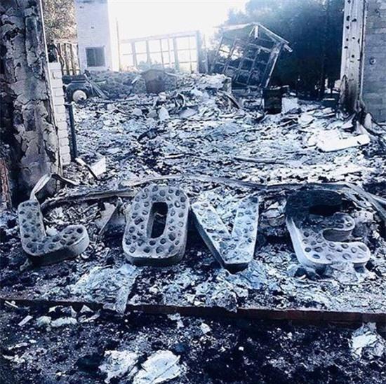 Ngôi nhà sau khi bị thiêu rụi.