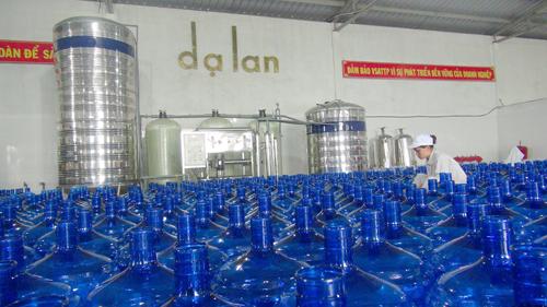 Khu vực sản xuất nước uống tinh khiết Dạ Lan.