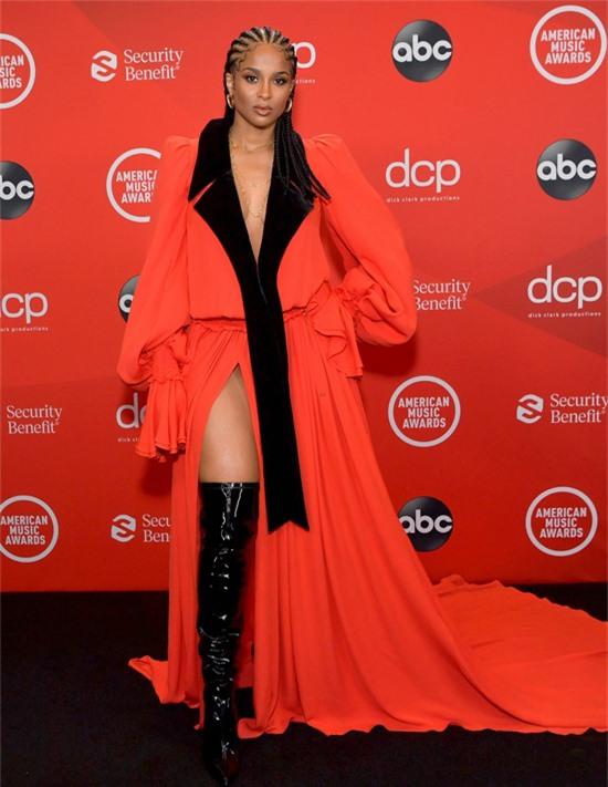 Ca sĩ Ciara.
