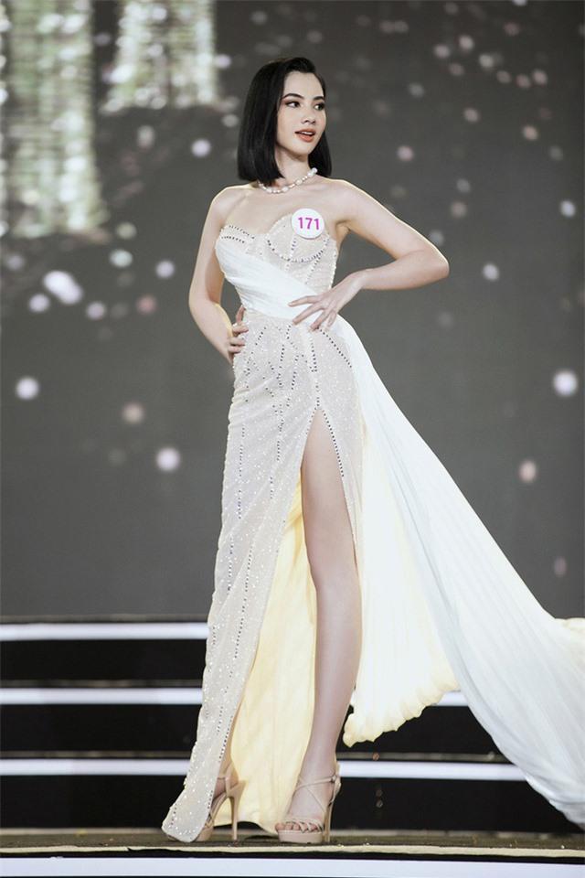 Thí sinh Hoa hậu Việt Nam lột xác so với ảnh đời thường - Ảnh 12.