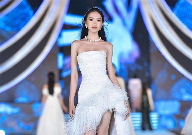 Thí sinh Hoa hậu Việt Nam lột xác so với ảnh đời thường - Ảnh 6.