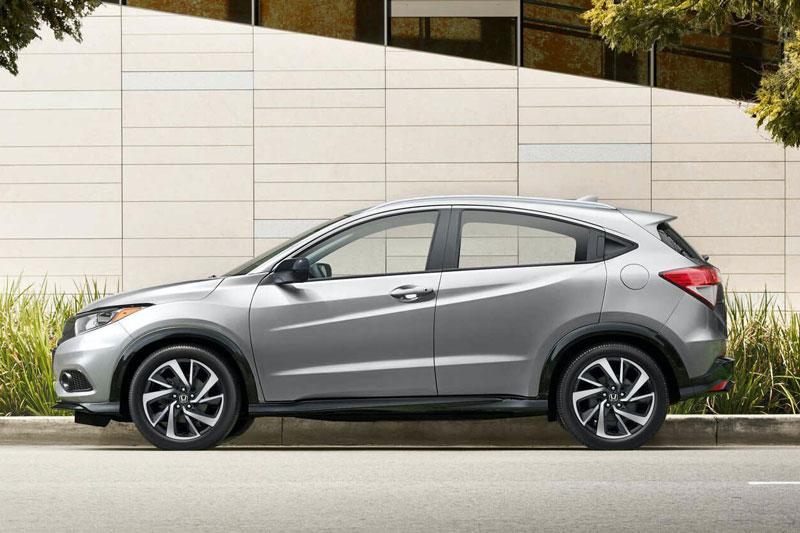 =8. Honda HR-V 2020 (mức tiêu thụ nhiên liệu: 9,4 lít/100 km).