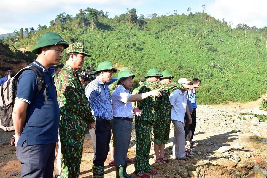 Chủ tịch UBND tỉnh Thừa Thiên Huế Phan Ngọc Thọ trực tiếp đến hiện trường sạt lở Thủy điện Rào Trăng 3 để chỉ đạo công tác tìm kiếm.
