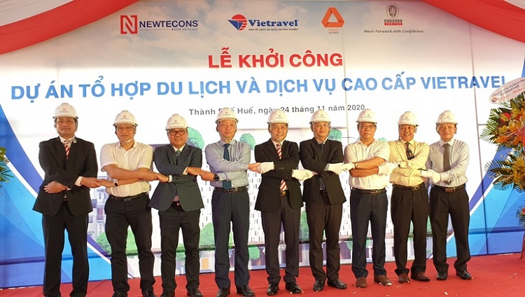 Các đại biểu tham dự lễ khởi công.