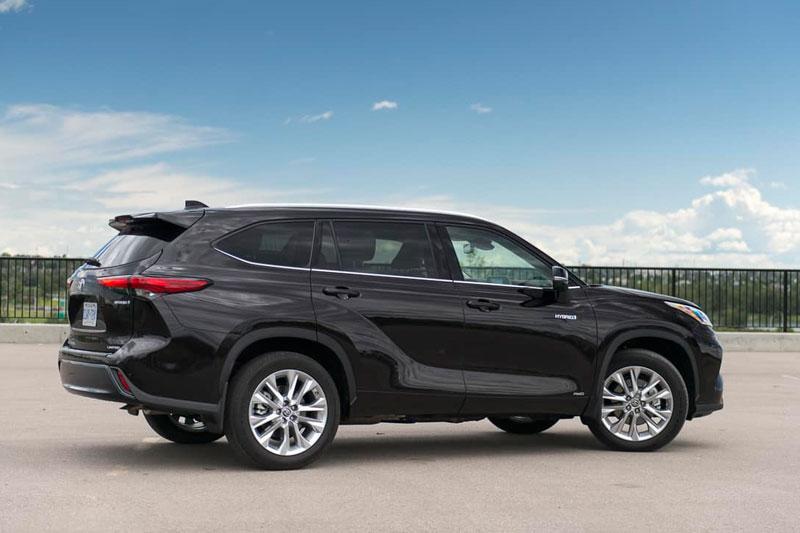 4. Toyota Highlander Hybrid 2020 (mức tiêu thụ nhiên liệu: 8,1 lít/100 km).