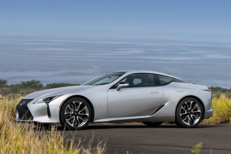 4. Lexus LC 500 2021 (giá khởi điểm: 92.950 USD).