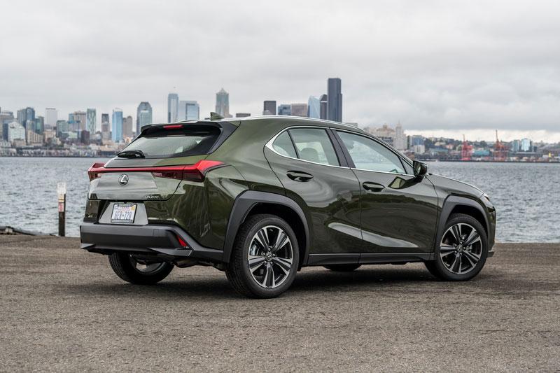 =5. Lexus UX 2020 (mức tiêu thụ nhiên liệu: 8,6 lít/100 km).