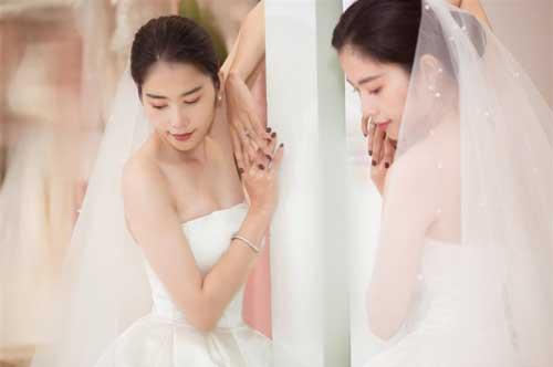 Hết xác nhận yêu Lãnh Thanh, tay trái đeo nhẫn, Nam Em lại tung ảnh làm cô dâu