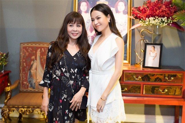 Hoàng Thùy Linh kể lại thuở mẹ tỉ mẩn ngồi khâu đồ diễn cho con gái - Ảnh 3.