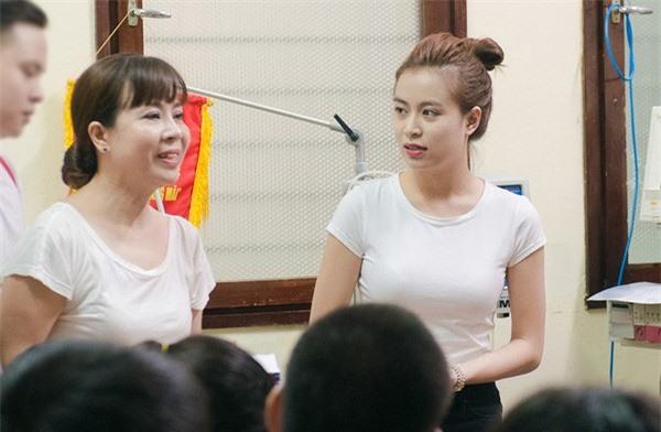 Hoàng Thùy Linh kể lại thuở mẹ tỉ mẩn ngồi khâu đồ diễn cho con gái - Ảnh 6.