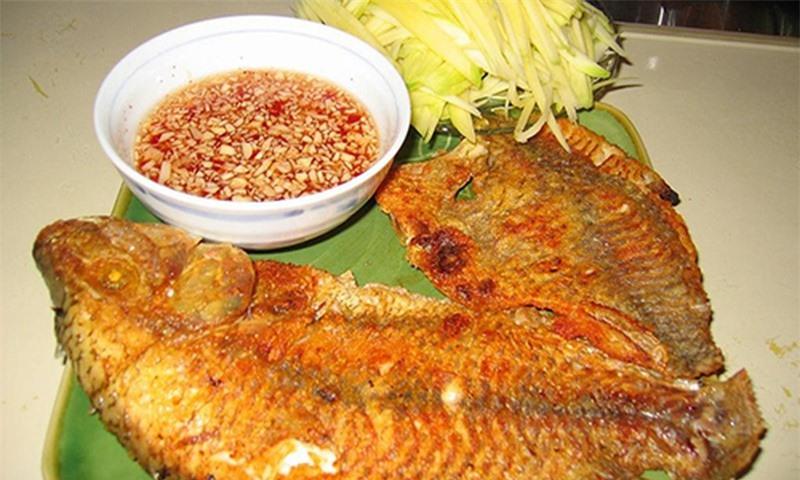 Cách rán cá khiến món ăn kém ngon