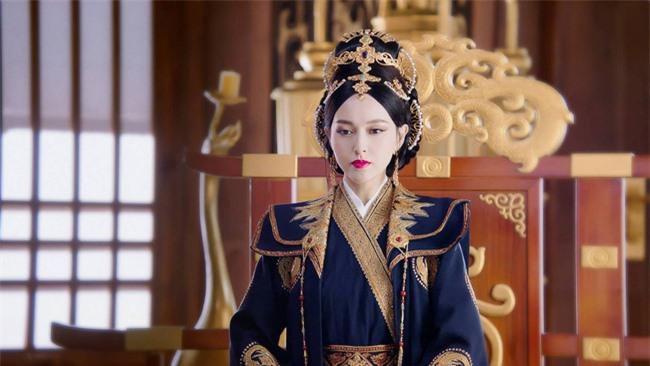 Yến Vân Đài: Loạt ảnh làm Thái Hậu của Đường Yên, môi đỏ mặt láng mịn cực kỳ xinh đẹp  - Ảnh 2.