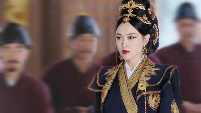 Yến Vân Đài: Loạt ảnh làm Thái Hậu của Đường Yên, môi đỏ mặt láng mịn cực kỳ xinh đẹp  - Ảnh 3.
