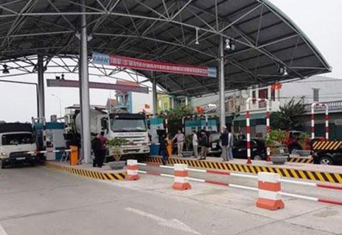 Thái Bình: Dừng xe gần trạm BOT, nam thanh niên bị người lạ cầm súng hoa cải bắn