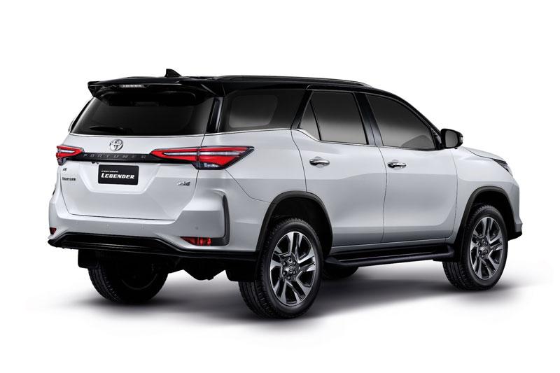 Toyota Fortuner Lengender.