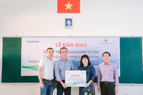 Qualcomm cùng Quỹ Dariu đã hoàn thành Lễ bàn giao máy tính ACPC tại Hậu Giang, hoàn thành kế hoạch trao máy tính xách tay cho 23 trường học tại các tỉnh miền Nam.