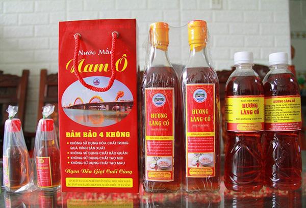 """Sản phầm nước mắm """"Hương Làng Cổ"""" của Làng nghề nước mắm truyền thống Nam Ô đã được công nhận là Sản phẩm thương mại đặc trưng của TP Đà Nẵng"""