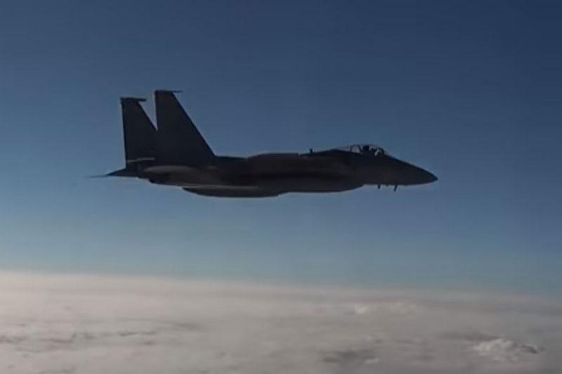 F-15 của Mỹ gặp nạn khi cố đánh chặn máy bay Nga