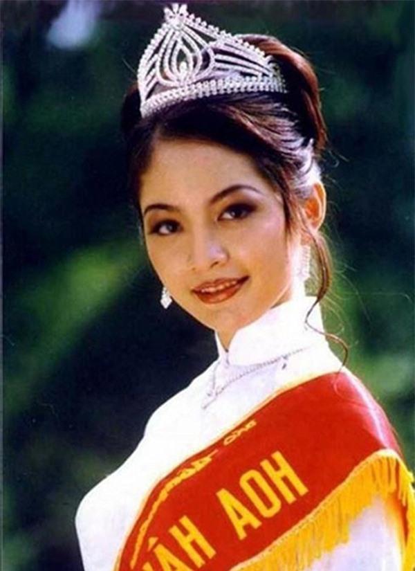 3 Hoa hậu Việt Nam tài sắc vẹn toàn nhưng tình duyên lận đận, có người 2 lần đò không bến đỗ - Ảnh 2.