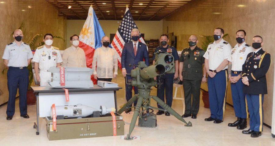 Lô hàng viện trợ quân sự mà Philippines nhận được từ Mỹ. Ảnh: Janes Defense.