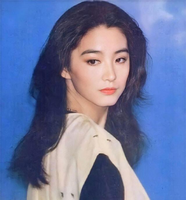 Vẻ đẹp thời xuân sắc của đệ nhất mỹ nhân Hong Kong Lâm Thanh Hà khiến các đàn em phải chịu thua - Ảnh 2.