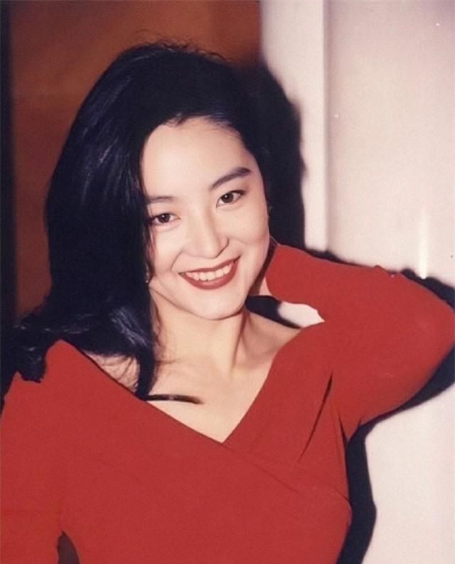 Vẻ đẹp thời xuân sắc của đệ nhất mỹ nhân Hong Kong Lâm Thanh Hà khiến các đàn em phải chịu thua - Ảnh 3.