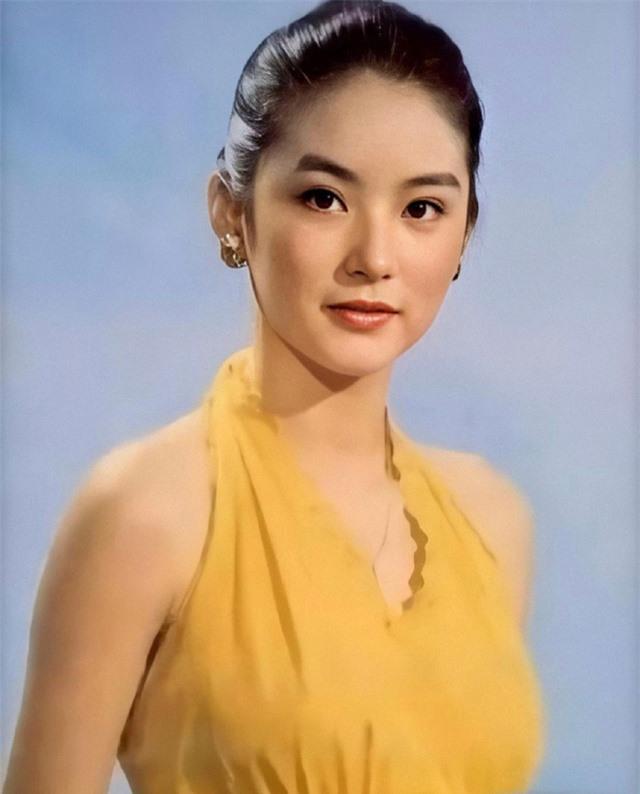 Vẻ đẹp thời xuân sắc của đệ nhất mỹ nhân Hong Kong Lâm Thanh Hà khiến các đàn em phải chịu thua - Ảnh 4.