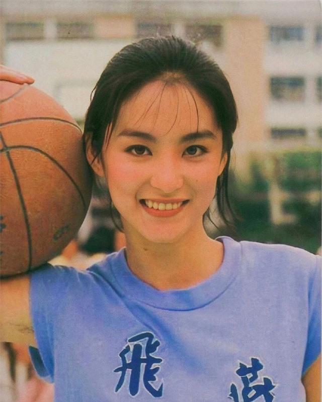 Vẻ đẹp thời xuân sắc của đệ nhất mỹ nhân Hong Kong Lâm Thanh Hà khiến các đàn em phải chịu thua - Ảnh 6.