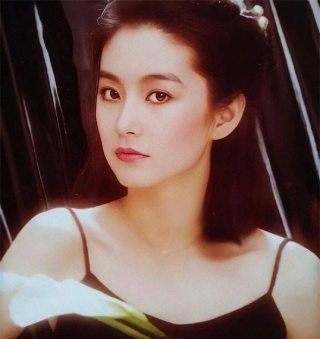 Vẻ đẹp thời xuân sắc của đệ nhất mỹ nhân Hong Kong Lâm Thanh Hà khiến các đàn em phải chịu thua - Ảnh 8.