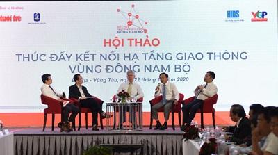 Các đại biểu tham dự Hội thảo đã trao đổi nhằm đóng góp ý kiến không gian phát triển kinh tế mới, cơ hội mới, động lực mới cho tăng trưởng.