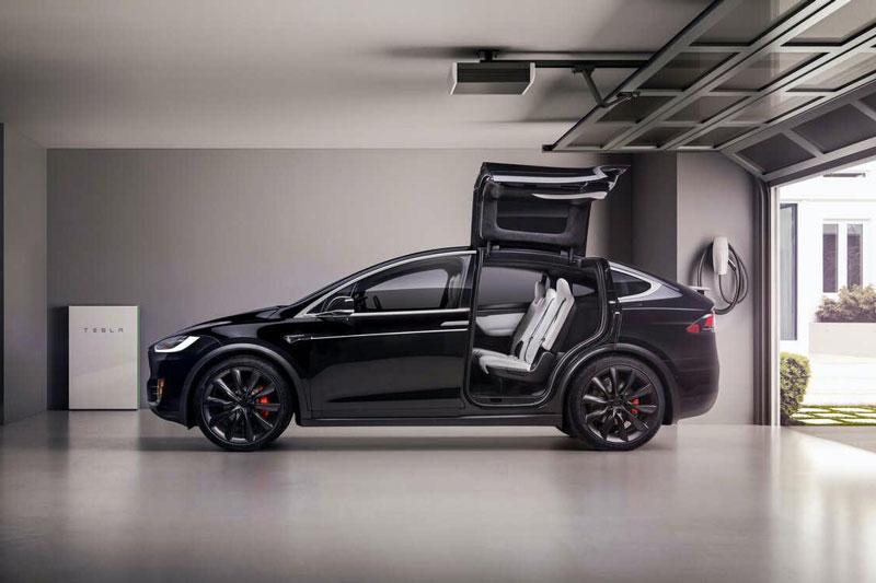 1. Tesla Model X 2020 (thời gian tăng tốc từ 0-96 km/h: 2,6 giây).