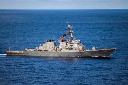 Mỹ cảnh báo phá hủy tàu Nga nếu bị gây hấn