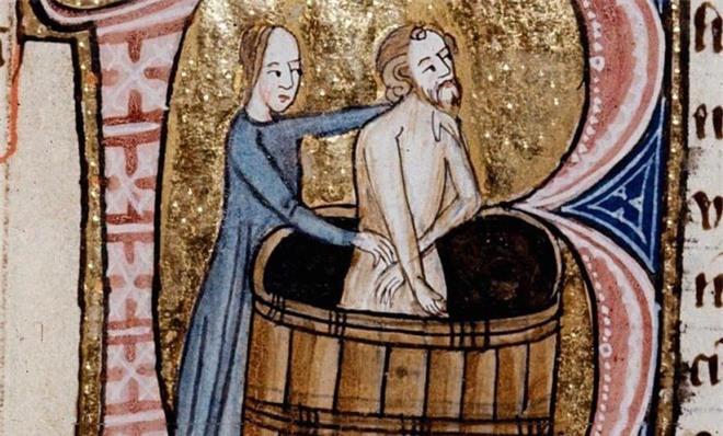 Châu Âu thuở bốc mùi: Vua chúa mê mẩn hương người lâu ngày không tắm, say đắm mùi hôi nách như bảo vật tình yêu - Ảnh 3.