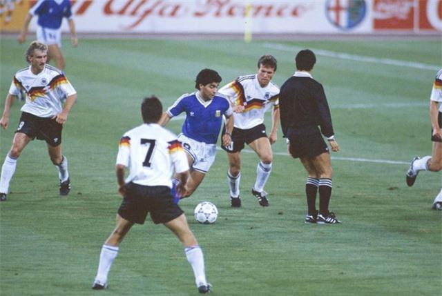 """Diego Maradona - Tiểu sử và thành tích của """"cậu bé vàng"""" Argentina - Ảnh 12."""